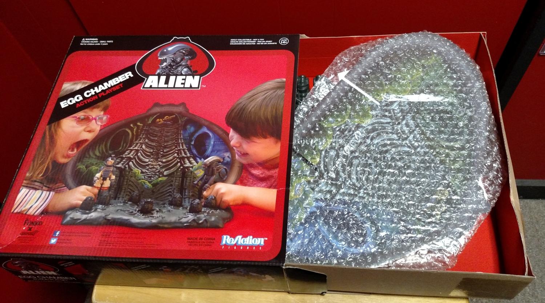 Alien Egg Chamber - Opening the Box