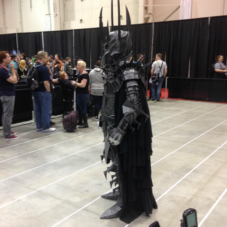 Sauron cosplayer