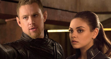 """EXCLUSIVE TO USA TODAY FOR FIRST USE Channing Tatum and Mila Kunis in a scene from the motion picture """"Jupiter Ascending."""" CREDIT: Murray Close, Warner Bros. Pictures  [Via MerlinFTP Drop]"""