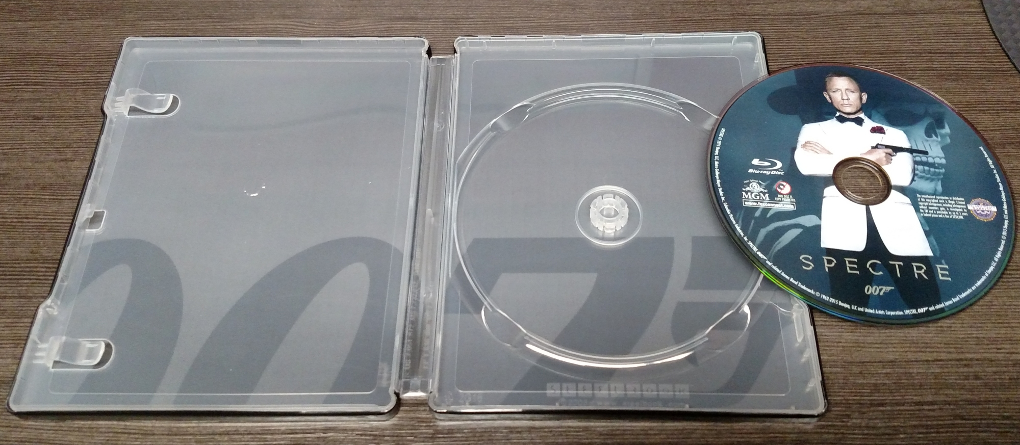 Spectre Blu-ray SteelBook interior
