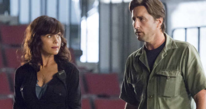 Carla Gugino as Shelli and Luke Wilson as Bill in Roadies (pilot). - Photo: Katie Yu/SHOWTIME - Photo ID: Roadies101_Pilot_8509