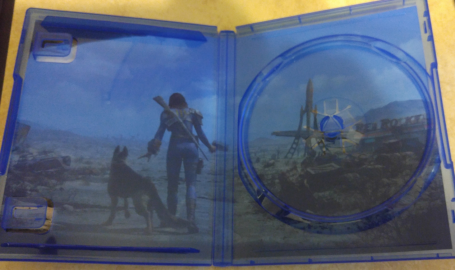 Fallout 4 PS4 reversible cover